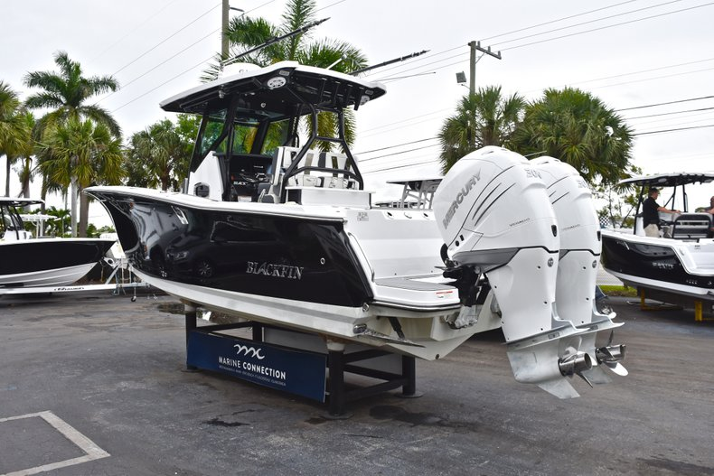 Thumbnail 5 for Used 2018 Blackfin 272CC Center Console boat for sale in West Palm Beach, FL