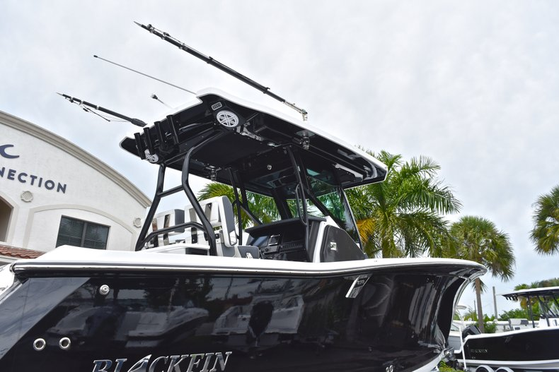 Thumbnail 9 for Used 2018 Blackfin 272CC Center Console boat for sale in West Palm Beach, FL