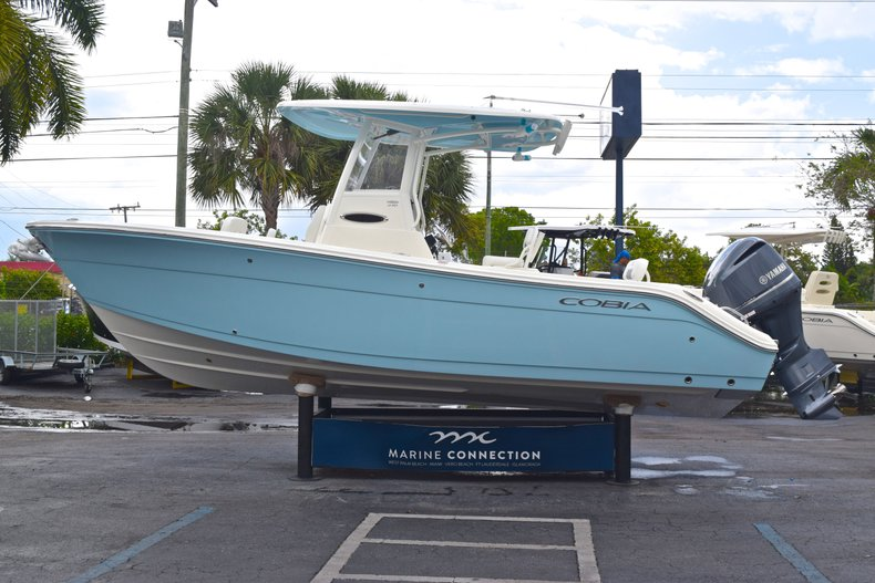 Thumbnail 6 for New 2019 Cobia 240 CC Center Console boat for sale in Fort Lauderdale, FL