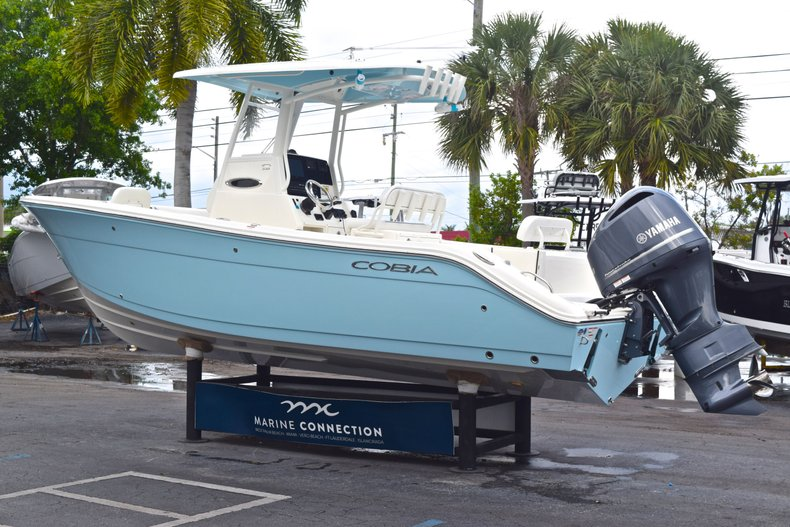 Thumbnail 7 for New 2019 Cobia 240 CC Center Console boat for sale in Fort Lauderdale, FL