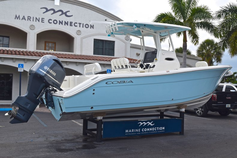 Thumbnail 9 for New 2019 Cobia 240 CC Center Console boat for sale in Fort Lauderdale, FL