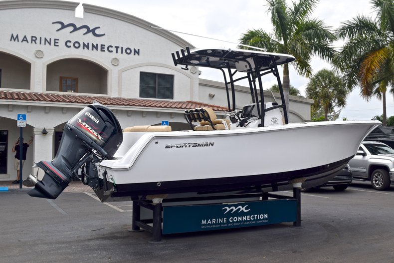 Thumbnail 7 for New 2019 Sportsman Heritage 231 Center Console boat for sale in West Palm Beach, FL
