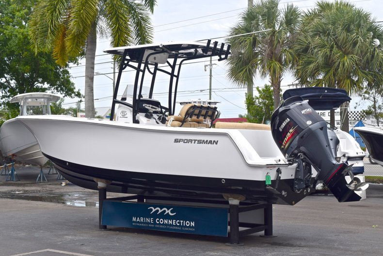 Thumbnail 5 for New 2019 Sportsman Heritage 231 Center Console boat for sale in West Palm Beach, FL