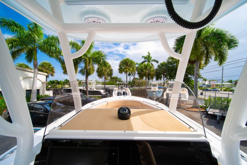 Thumbnail 26 for New 2019 Sportsman Open 242 Center Console boat for sale in West Palm Beach, FL