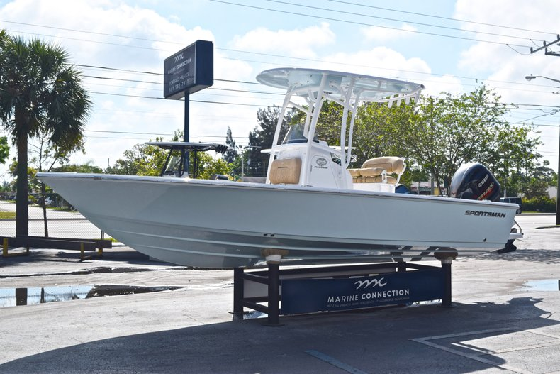 Thumbnail 3 for New 2019 Sportsman Masters 227 Bay Boat boat for sale in Vero Beach, FL