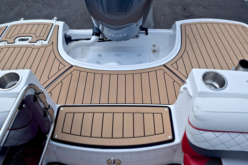 Thumbnail 16 for New 2019 Hurricane SunDeck SD 2690 OB boat for sale in West Palm Beach, FL