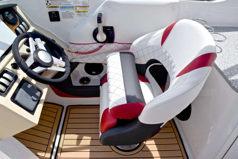Thumbnail 37 for New 2019 Hurricane SunDeck SD 2690 OB boat for sale in West Palm Beach, FL