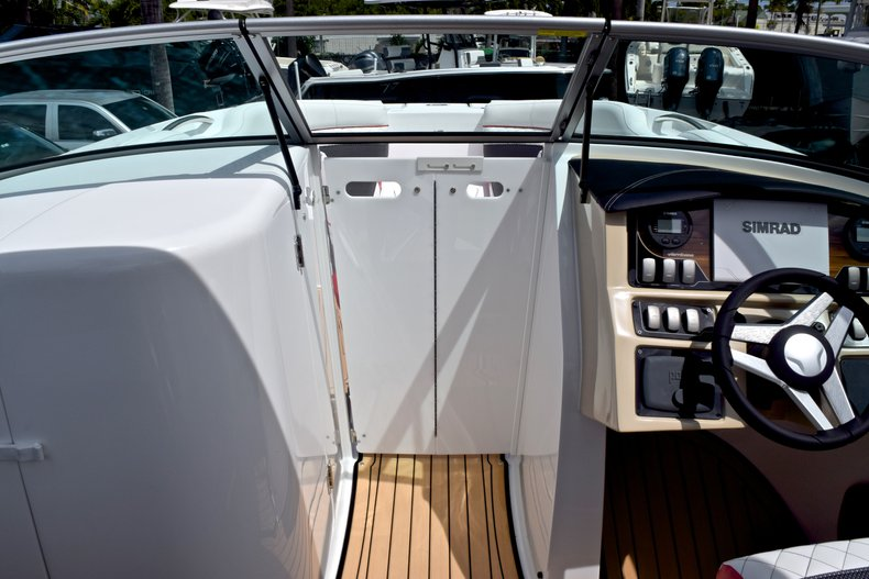 Thumbnail 56 for New 2019 Hurricane SunDeck SD 2690 OB boat for sale in West Palm Beach, FL