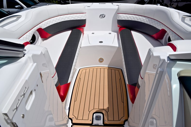 Thumbnail 57 for New 2019 Hurricane SunDeck SD 2690 OB boat for sale in West Palm Beach, FL