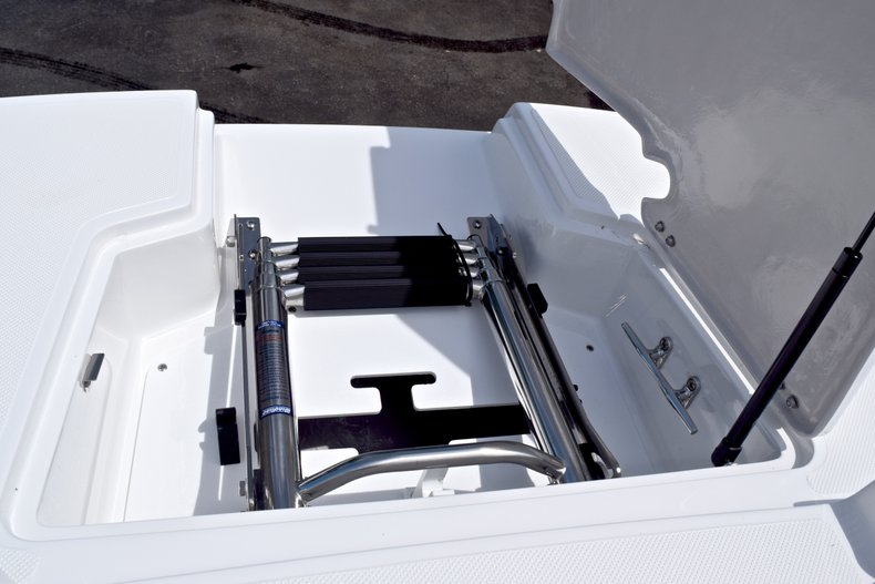 Thumbnail 66 for New 2019 Hurricane SunDeck SD 2690 OB boat for sale in West Palm Beach, FL