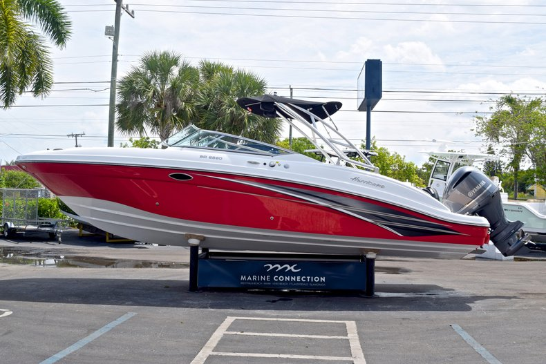 Thumbnail 4 for New 2019 Hurricane SunDeck SD 2690 OB boat for sale in West Palm Beach, FL