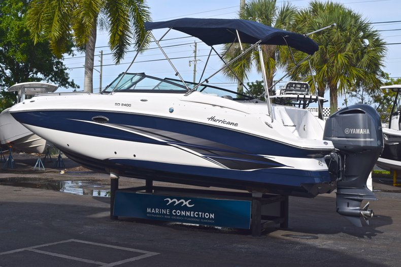 Thumbnail 4 for New 2019 Hurricane SunDeck SD 2400 OB boat for sale in Vero Beach, FL