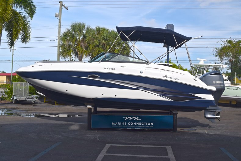 Thumbnail 3 for New 2019 Hurricane SunDeck SD 2400 OB boat for sale in Vero Beach, FL