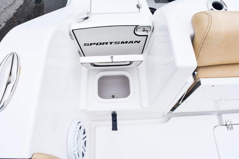 Thumbnail 14 for Used 2018 Sportsman Open 312 Center Console boat for sale in West Palm Beach, FL