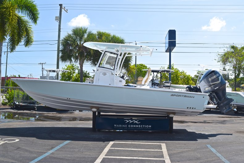 Thumbnail 4 for New 2019 Sportsman Masters 267 Bay Boat boat for sale in Vero Beach, FL