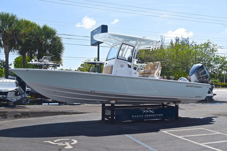 Thumbnail 3 for New 2019 Sportsman Masters 267 Bay Boat boat for sale in Vero Beach, FL
