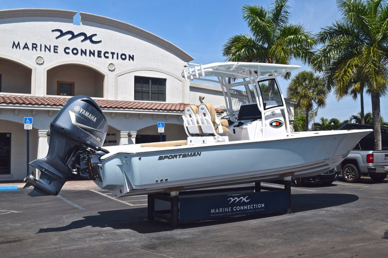 Thumbnail 7 for New 2019 Sportsman Masters 267 Bay Boat boat for sale in Vero Beach, FL