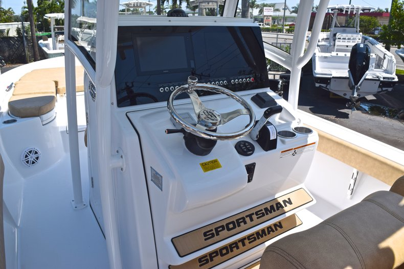 Thumbnail 31 for New 2019 Sportsman Masters 267 Bay Boat boat for sale in Vero Beach, FL