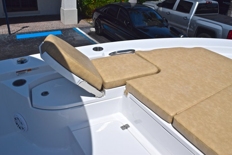 Thumbnail 66 for New 2019 Sportsman Masters 267 Bay Boat boat for sale in Vero Beach, FL