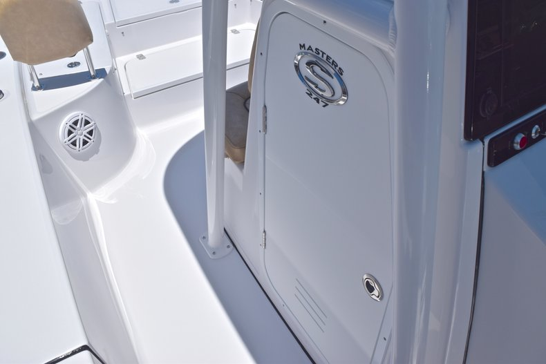 Thumbnail 38 for New 2019 Sportsman Masters 247 Bay Boat boat for sale in Miami, FL