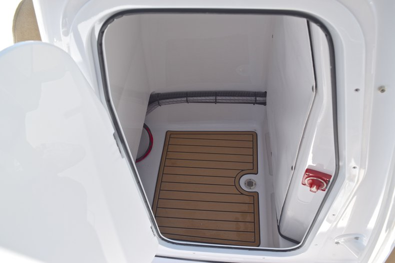 Thumbnail 39 for New 2019 Sportsman Masters 247 Bay Boat boat for sale in Miami, FL