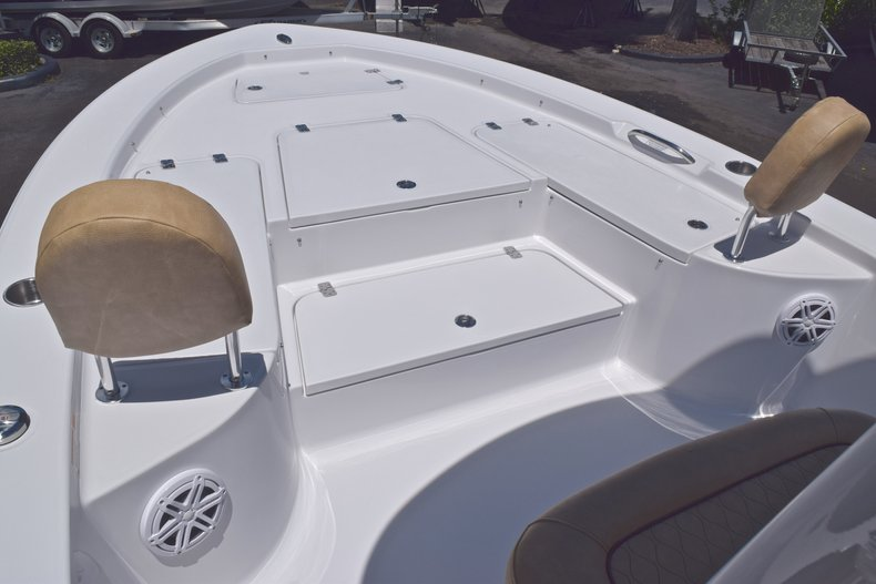 Thumbnail 40 for New 2019 Sportsman Masters 247 Bay Boat boat for sale in Miami, FL