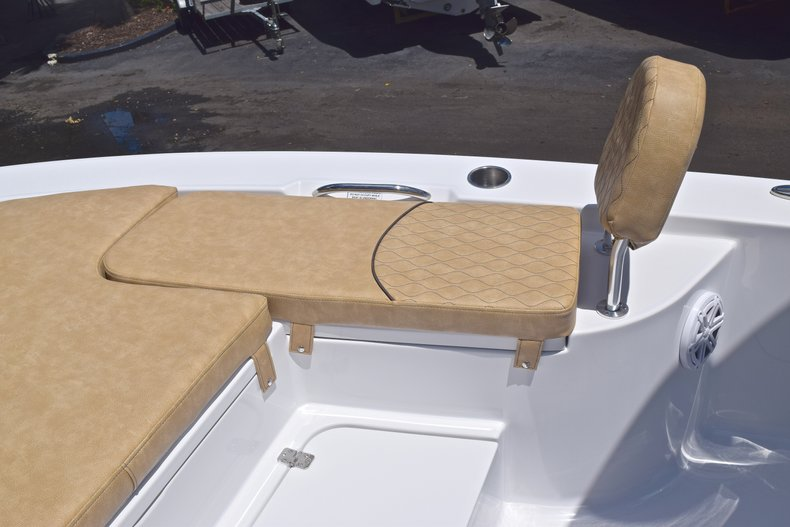 Thumbnail 49 for New 2019 Sportsman Masters 247 Bay Boat boat for sale in Miami, FL