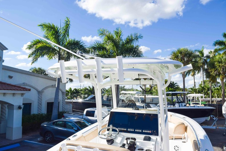 Thumbnail 13 for New 2019 Sportsman Open 252 Center Console boat for sale in Fort Lauderdale, FL