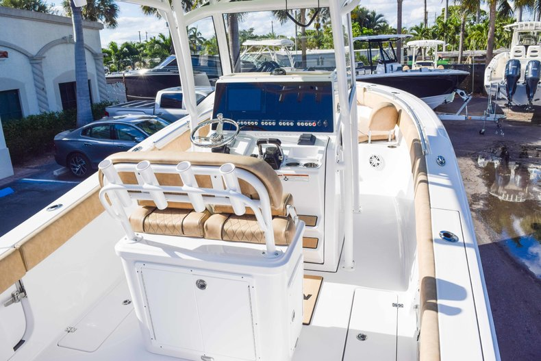 Thumbnail 12 for New 2019 Sportsman Open 252 Center Console boat for sale in Fort Lauderdale, FL
