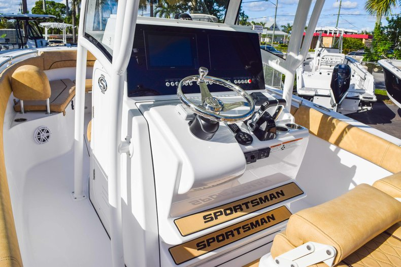 Thumbnail 39 for New 2019 Sportsman Open 252 Center Console boat for sale in Fort Lauderdale, FL