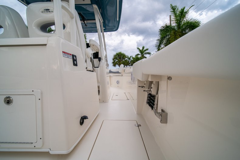 Thumbnail 17 for New 2019 Cobia 301 CC Center Console boat for sale in West Palm Beach, FL