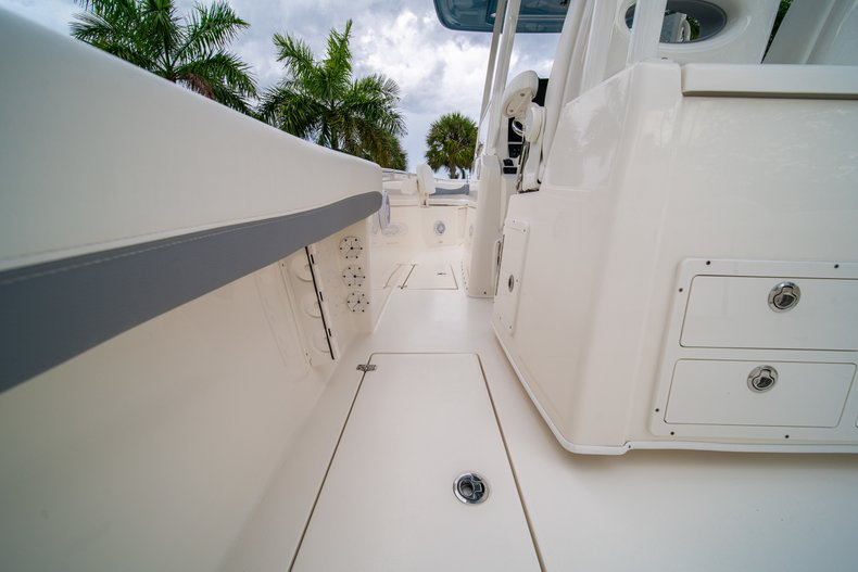Thumbnail 19 for New 2019 Cobia 301 CC Center Console boat for sale in West Palm Beach, FL
