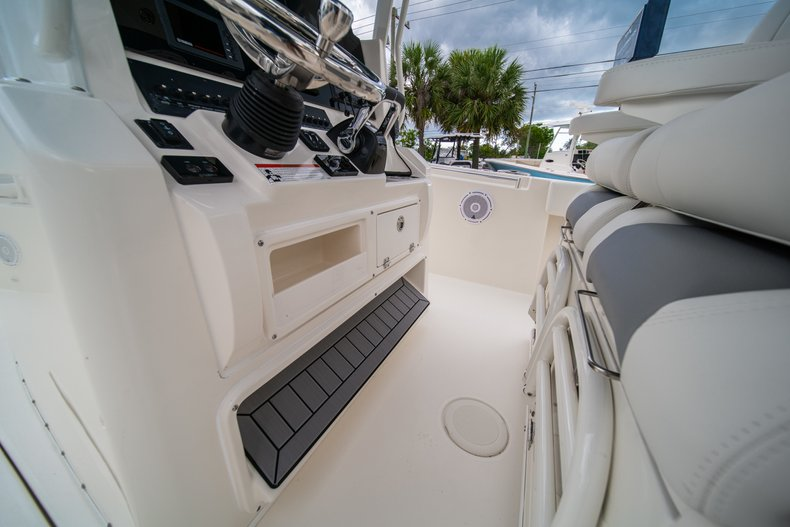 Thumbnail 27 for New 2019 Cobia 301 CC Center Console boat for sale in West Palm Beach, FL