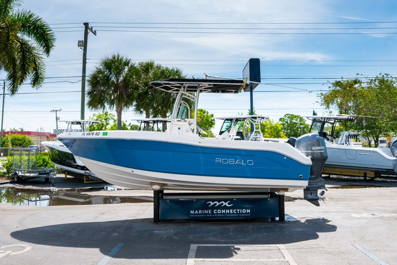 Thumbnail 4 for Used 2013 Robalo R200 Center Console boat for sale in West Palm Beach, FL