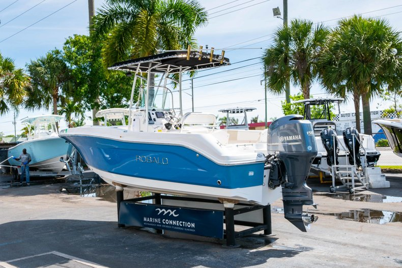 Thumbnail 5 for Used 2013 Robalo R200 Center Console boat for sale in West Palm Beach, FL