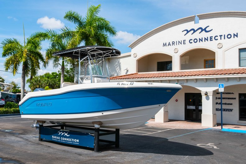 Thumbnail 1 for Used 2013 Robalo R200 Center Console boat for sale in West Palm Beach, FL