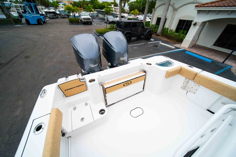 Thumbnail 12 for New 2019 Sportsman Open 282 Center Console boat for sale in Vero Beach, FL
