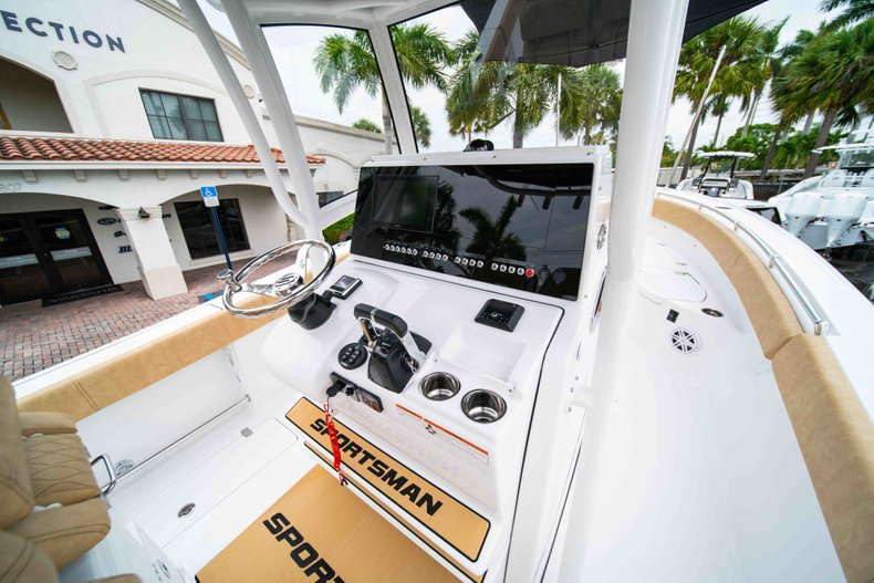 Thumbnail 24 for New 2019 Sportsman Open 282 Center Console boat for sale in Vero Beach, FL