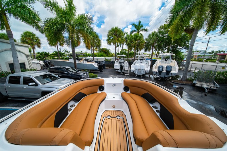 Thumbnail 29 for New 2019 Hurricane SunDeck SD 2400 OB boat for sale in West Palm Beach, FL