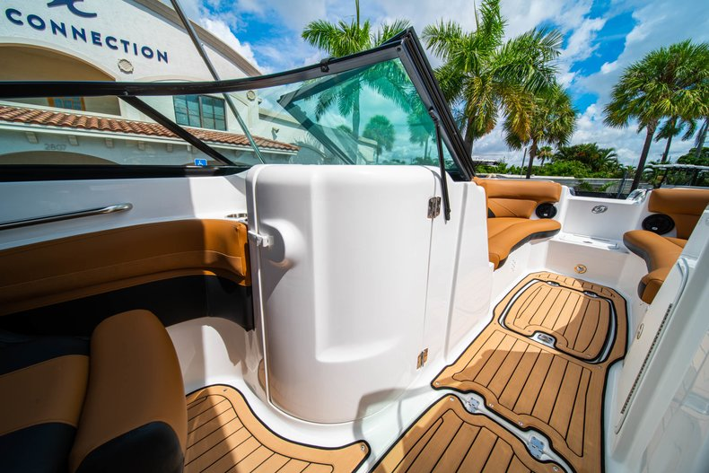 Thumbnail 21 for New 2019 Hurricane SunDeck SD 2400 OB boat for sale in West Palm Beach, FL