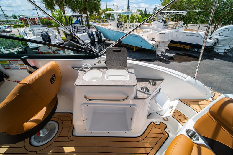 Thumbnail 10 for New 2019 Hurricane SunDeck SD 2400 OB boat for sale in West Palm Beach, FL