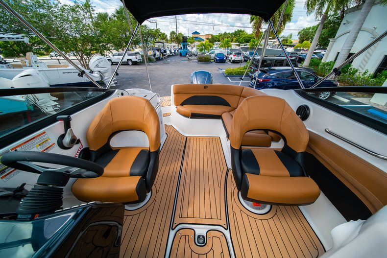 Thumbnail 20 for New 2019 Hurricane SunDeck SD 2400 OB boat for sale in West Palm Beach, FL