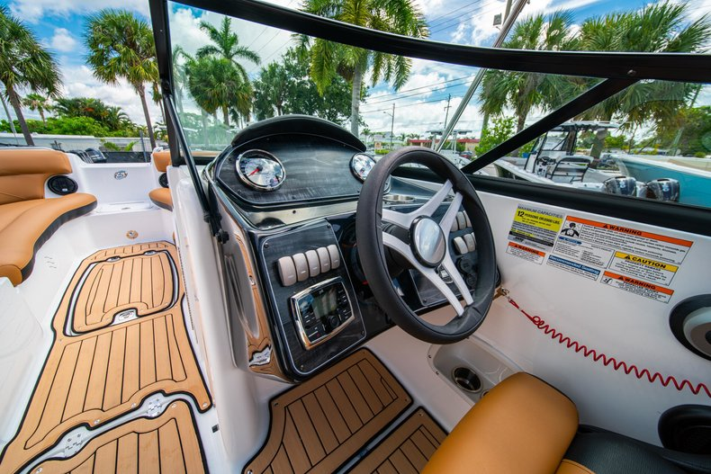 Thumbnail 16 for New 2019 Hurricane SunDeck SD 2400 OB boat for sale in West Palm Beach, FL