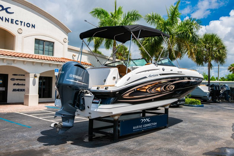 Thumbnail 7 for New 2019 Hurricane SunDeck SD 2400 OB boat for sale in West Palm Beach, FL