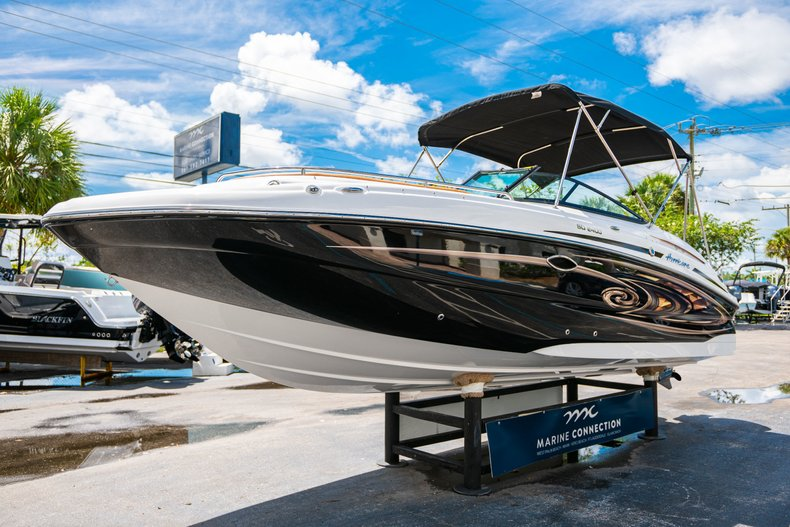 Thumbnail 3 for New 2019 Hurricane SunDeck SD 2400 OB boat for sale in West Palm Beach, FL