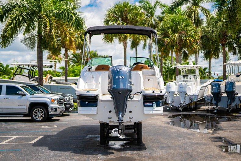 Thumbnail 6 for New 2019 Hurricane SunDeck SD 2400 OB boat for sale in West Palm Beach, FL