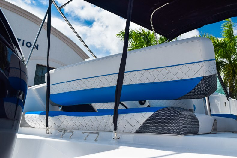 Thumbnail 9 for New 2019 Hurricane SunDeck SD 2410 OB boat for sale in West Palm Beach, FL