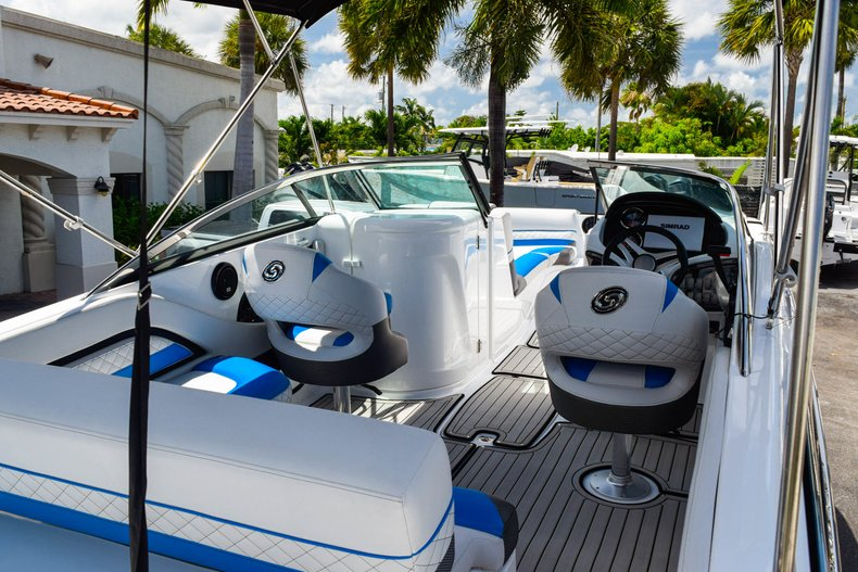 Thumbnail 16 for New 2019 Hurricane SunDeck SD 2410 OB boat for sale in West Palm Beach, FL