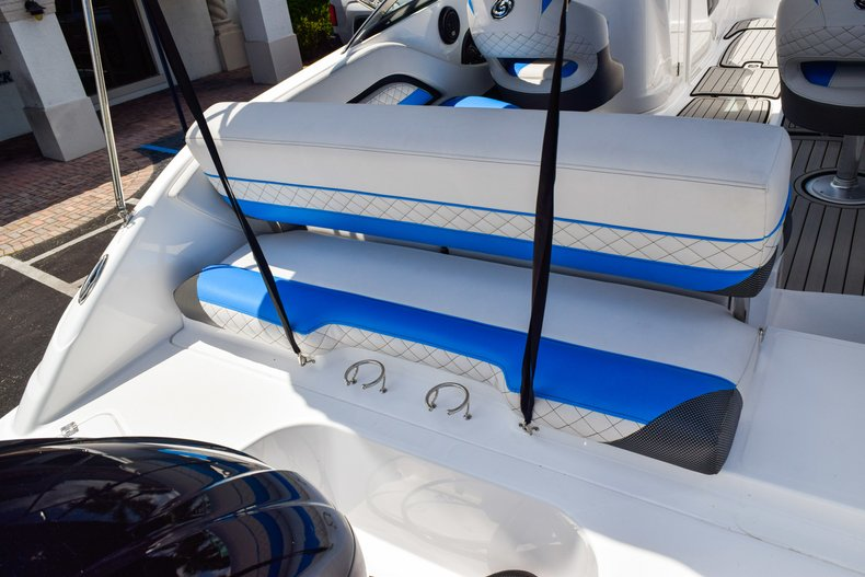 Thumbnail 15 for New 2019 Hurricane SunDeck SD 2410 OB boat for sale in West Palm Beach, FL