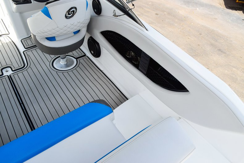 Thumbnail 18 for New 2019 Hurricane SunDeck SD 2410 OB boat for sale in West Palm Beach, FL